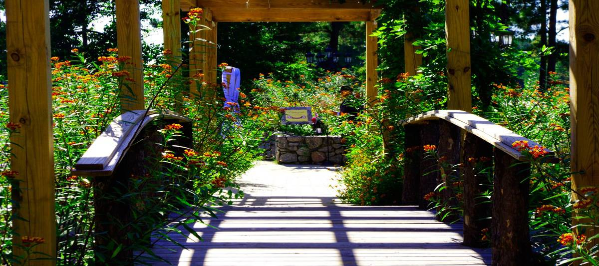Walkway-to-the-Ceremony-Site